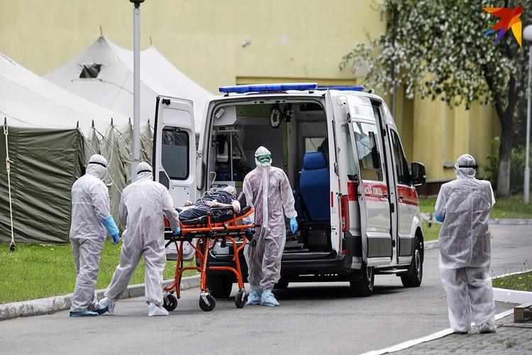 Больного Covid 19 привезли в больницу.