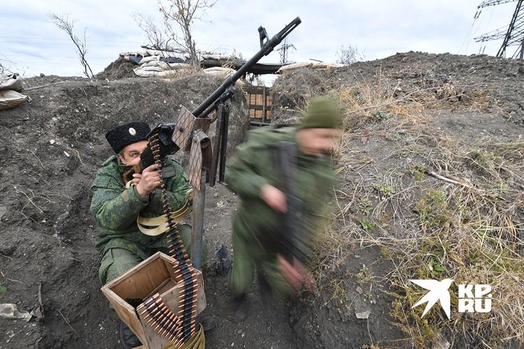 Ополченцы ДНР на боевой позиции.