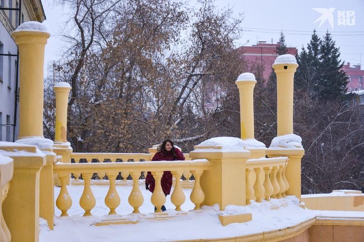 Вокруг Дворца культуры имени Горького можно долго гулять, только одевайтесь теплее.