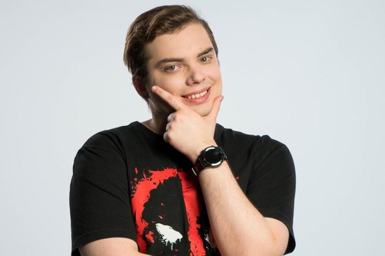 Алексею Малахову 26 лет, живет в Москве. Выучился на факультете информатики и вычислительной техники