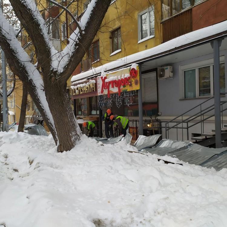 Рабочие разгребли завалы, оставшиеся после обрушения