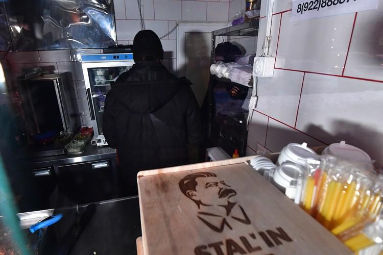 Накануне к хозяину «Сталина» пришли сотрудники полиции и проводили его в местный отдел МВД
