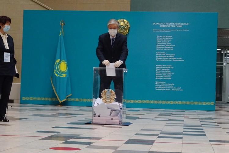 Ближе к обеду на участке появился действующий президент Токаев. Фото: Сергей СЕМУШКИН