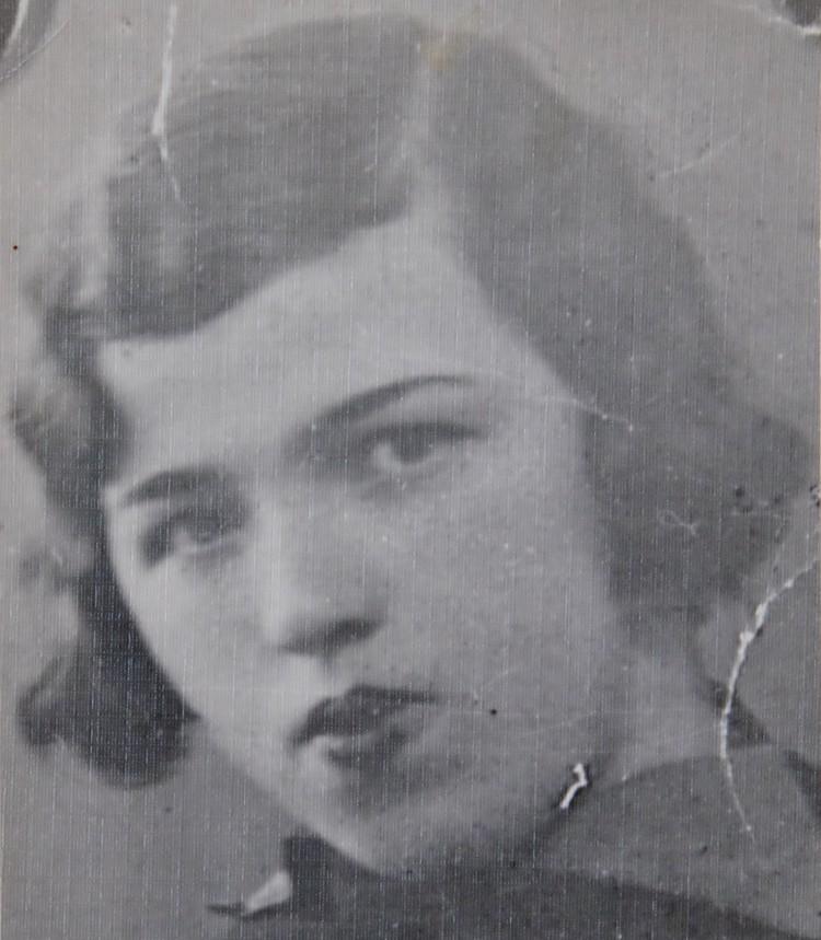 Мама нашей героини Екатерина Петровна.