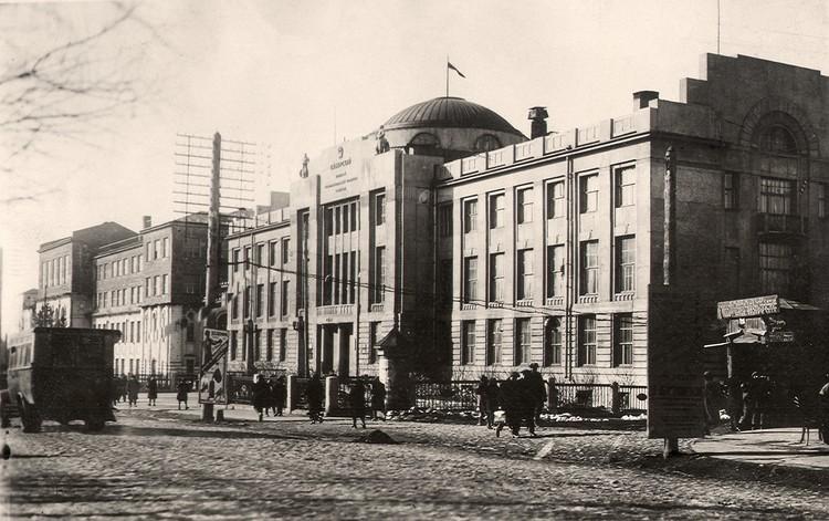 Здание, где располагался Сибкрайисполком, 1925-26 годы. Фото: Музей Новосибирска.