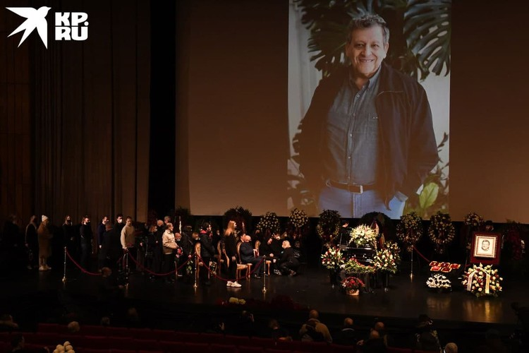 В Доме кино проходит церемония прощания с Борисом Грачевским