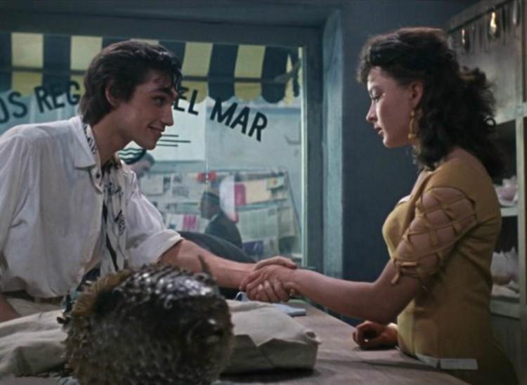 На съемках Коренев и Вертинская любили гулять по парку, взявшись за руки. Сам актер уверял, что между ними ничего не было, - это все домыслы. Фото: Кадр из фильма