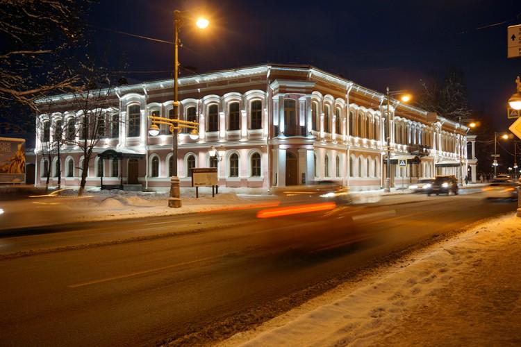 Так красиво теперь музей выглядит в темное время суток. Фото: Владимир Моисеев.