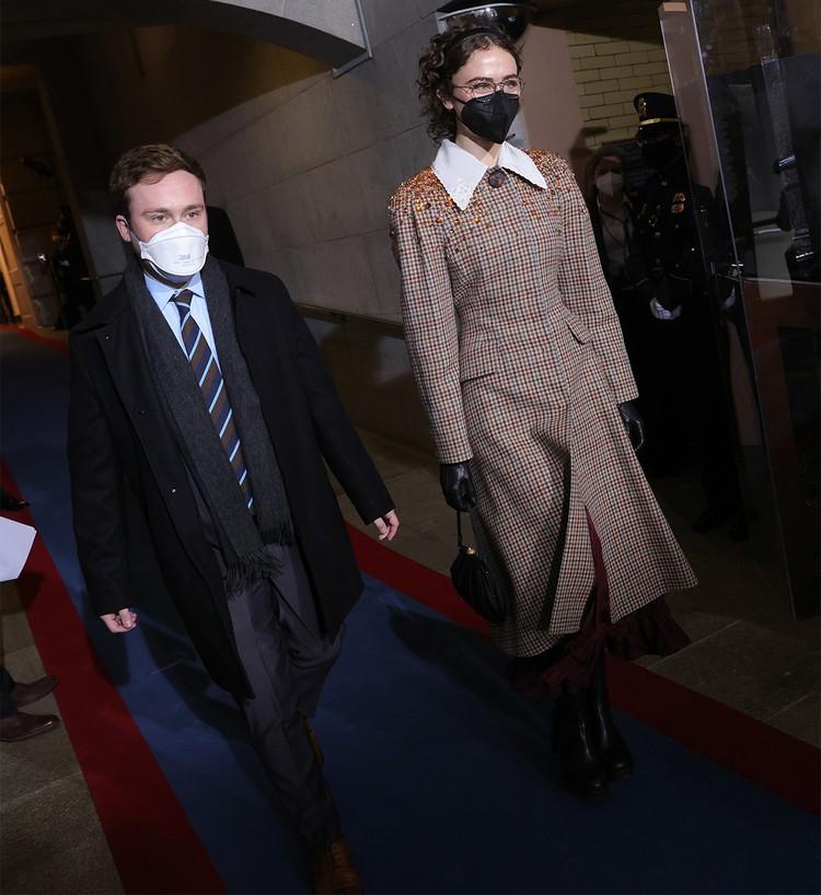 Коул и Элла Эмхофф на церемонии вступления в должность Джо Байдена.