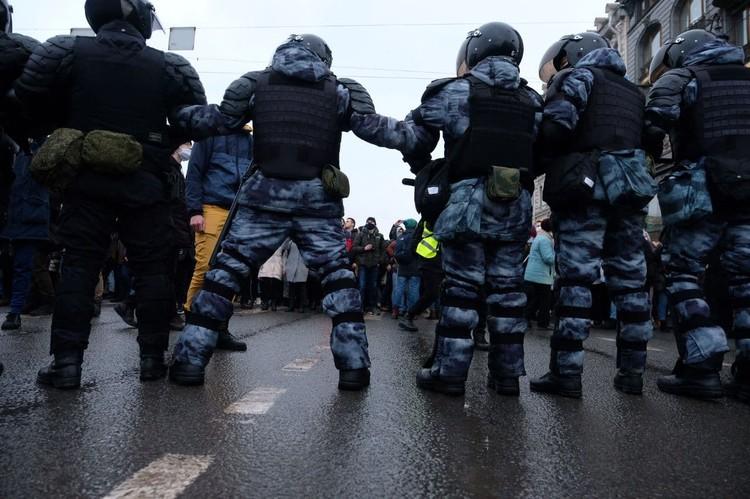 Женщина пострадала во время незаконных акций протеста