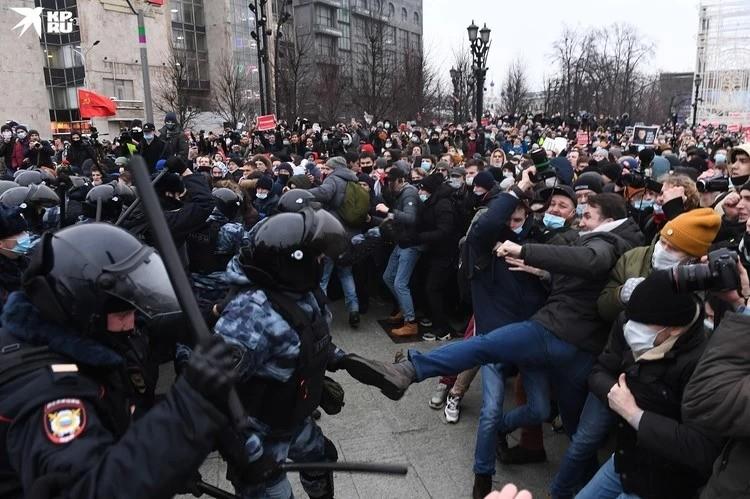 Многие сейчас сравнивают протесты в России и Беларуси.