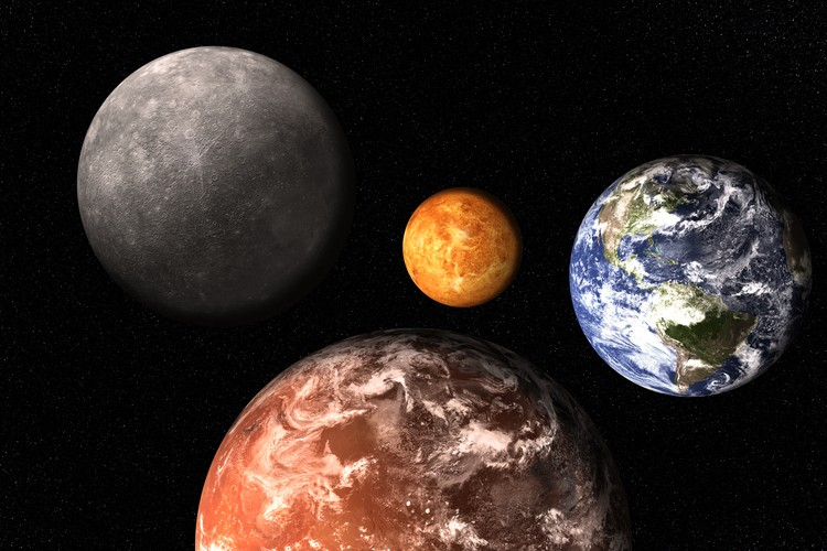 Как планета Меркурий, конечно, невелик, но как комета - огромен.