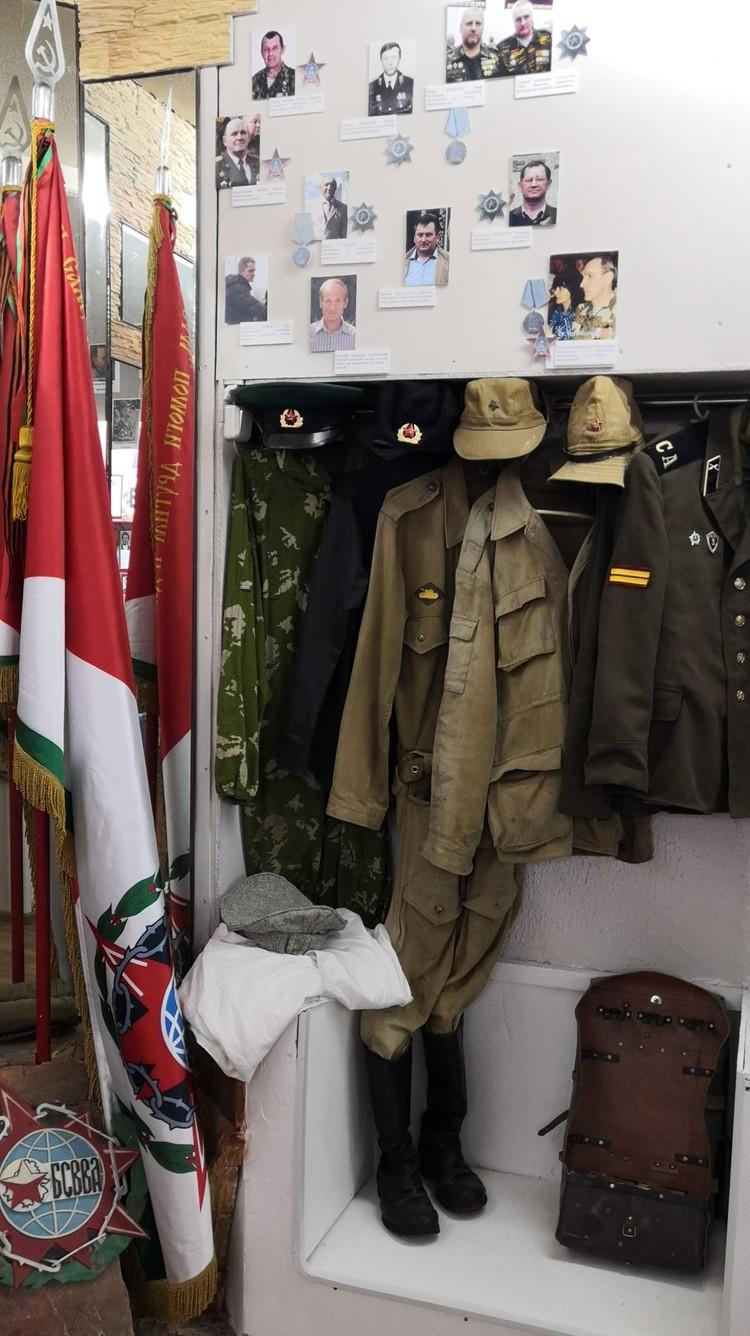 В экспозиции есть несколько вариантов военной формы советских солдат – парадной, повседневной.