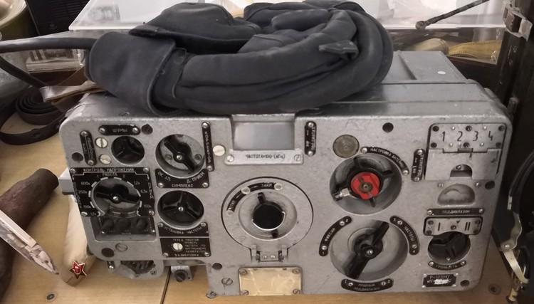 Радиостанция Р-123 устанавливалась на тяжелых машинах - танки, БТР, БПМ. Обеспечивает связь до 50 километров, а с ретранслятором - до 80-ти.