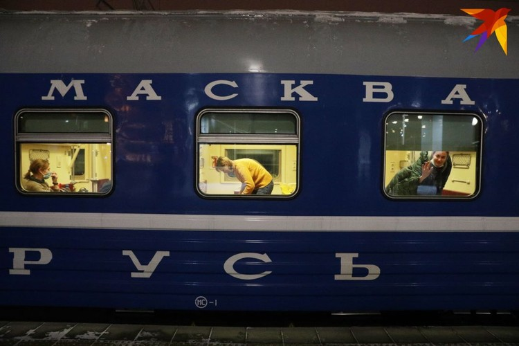 Всего в поезде 11 вагонов - 6 плацкартных, 4 купейных и один спальный.