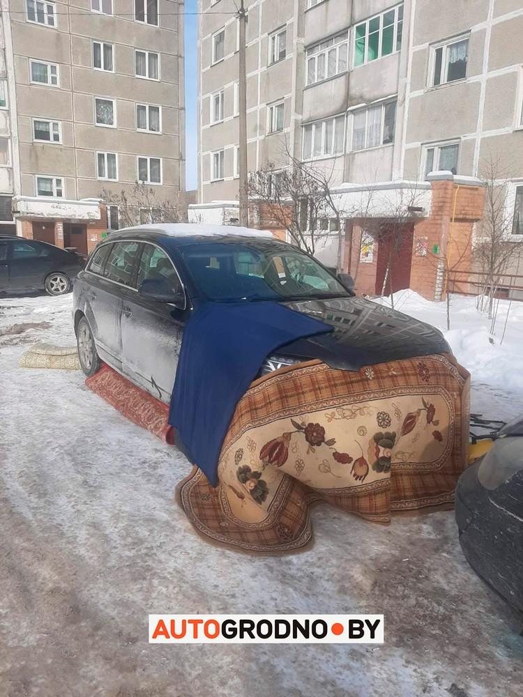 Вот как в Ошмянах мужик отогревал свой Audi Q7. Фото: autogrodno.by.