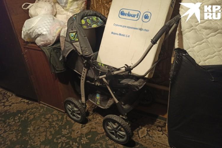 Соцслужбы подарили детскую кроватку, коляску и ванночку