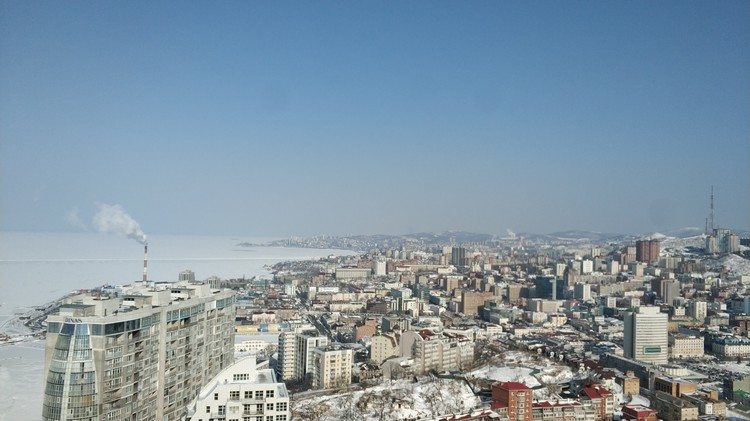 Вид с крыши небоскреба на город