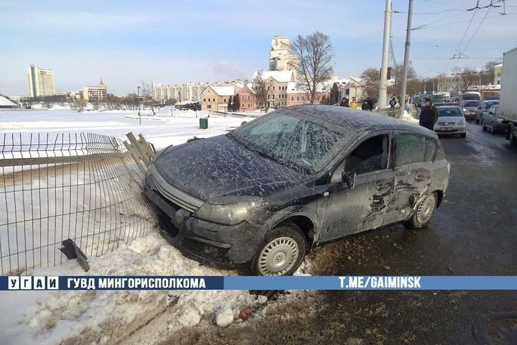 Обе машины повреждены. Фото: ГАИ.
