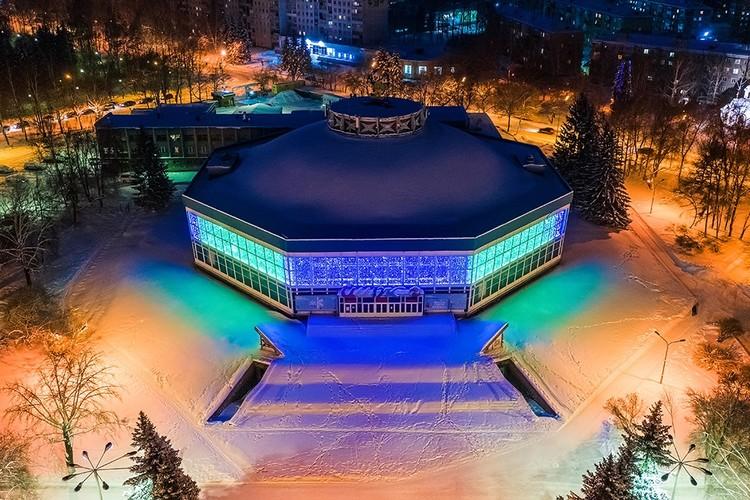 Новое шоу «Джамбо» в новокузнецком цирке не оставит равнодушными зрителей. Фото: Юрий ЛОБАЧЕВ.