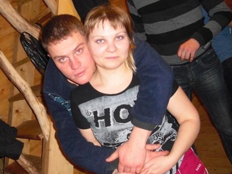 С женой Полиной Наумовой Санкин вместе 15 лет, но не расписан. Девушка, которая работает медсестрой, уже дважды ждала милого из-под подписки о невыезде.