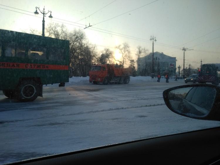 Любинский проспект, к нашему удивлению, была почищена на троечку. Но сейчас там техника и в ближайшее время дорожники исправятся.