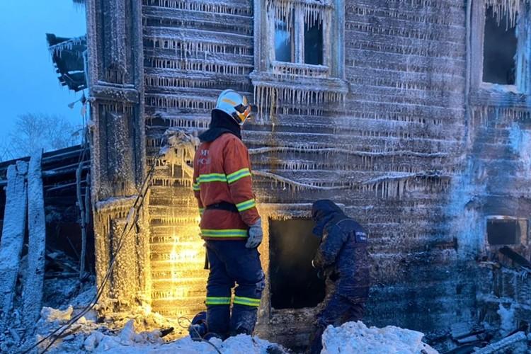 Следователи продолжают работать на месте трагедии, проводят осмотр места происшествия. Фото: kirov.sledcom.ru