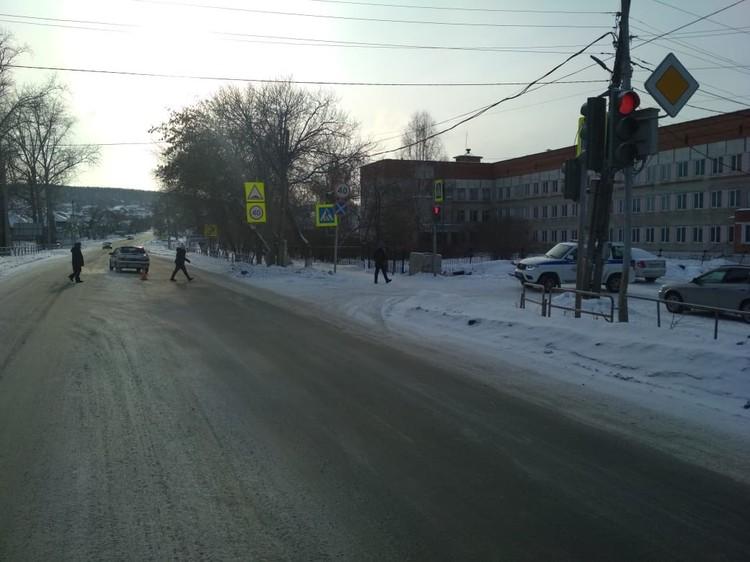 7-летний мальчик переходил дорогу по регулируемому пешеходному переходу. Фото: ОГИБДД ОМВД России по городу Миассу