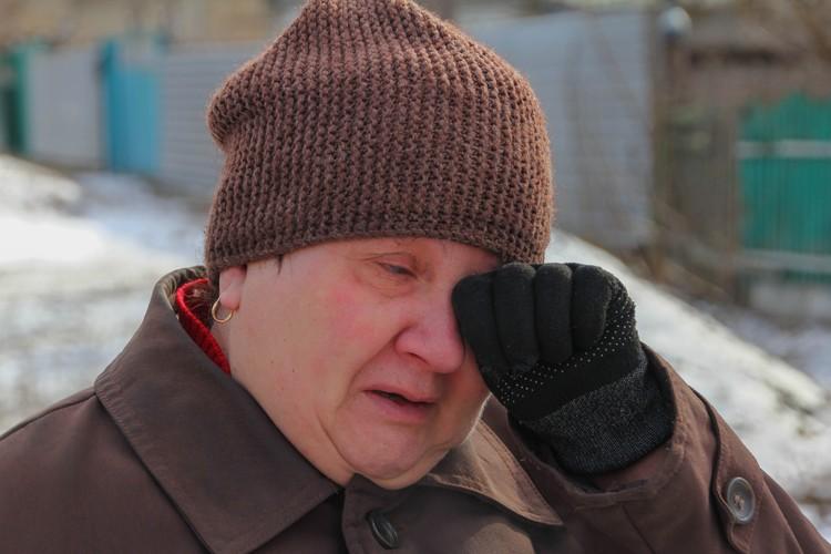 Жители не могут сдержать слезы