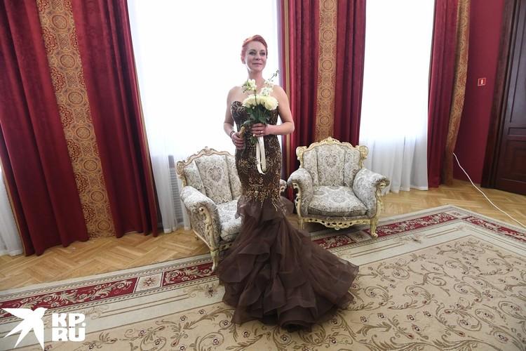 Платье, в котором Марина прибыла в ЗАГС
