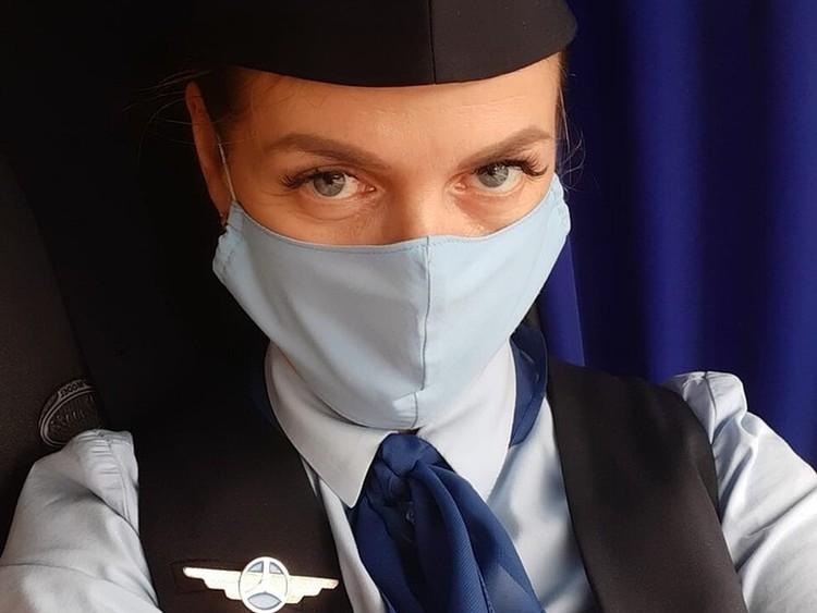Обычно Наталья Перешивка выходила в рейс в бело-синей форме.