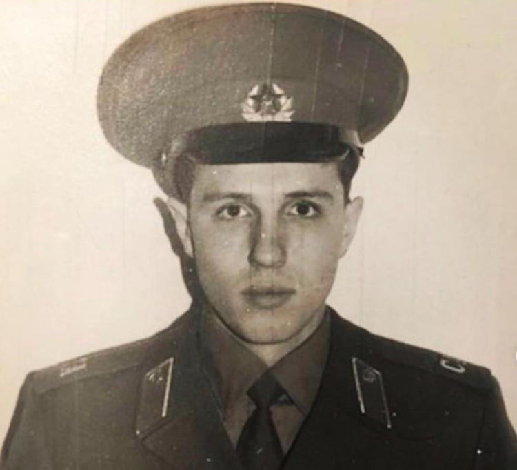 Игорь Верник поделился армейской фотографией с подписчиками своего инстаграма.