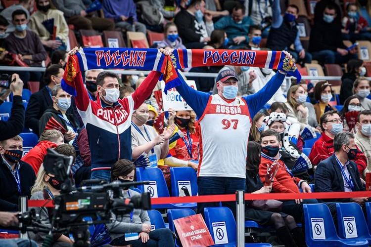 Пермские болельщики. Фото: предоставлено пресс-службой FIBA.