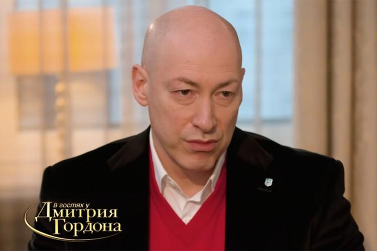 Дмитрий Гордон поддержал белорусский народ, надев символичный костюм. Фото: скриншот видео