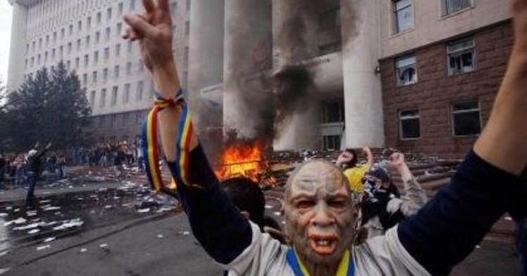 Одна из самых знаменитых фотографий погромов апреля 2009-го года в Кишиневе.