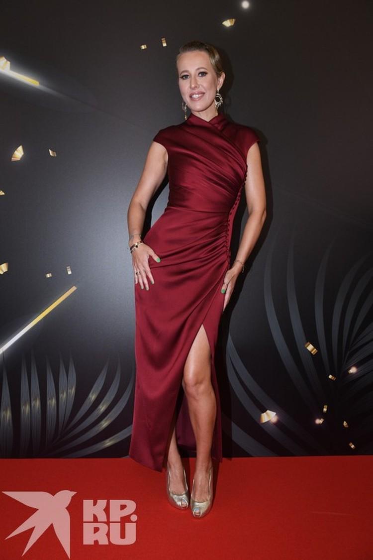 Ксения Собчак явилась на дорожку в платье от Rasario