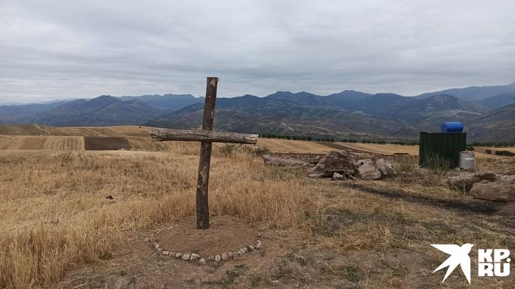 Военный пост на армянской границе. Крест.
