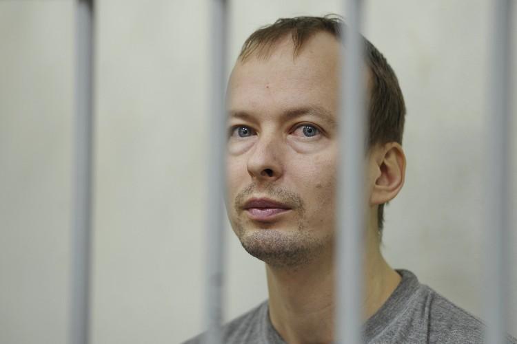 Алексей и его жена работали на одном заводе.