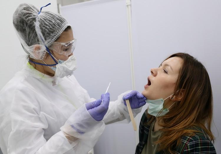Основной способ инфицирования COVID-19 - через верхние дыхательные пути.