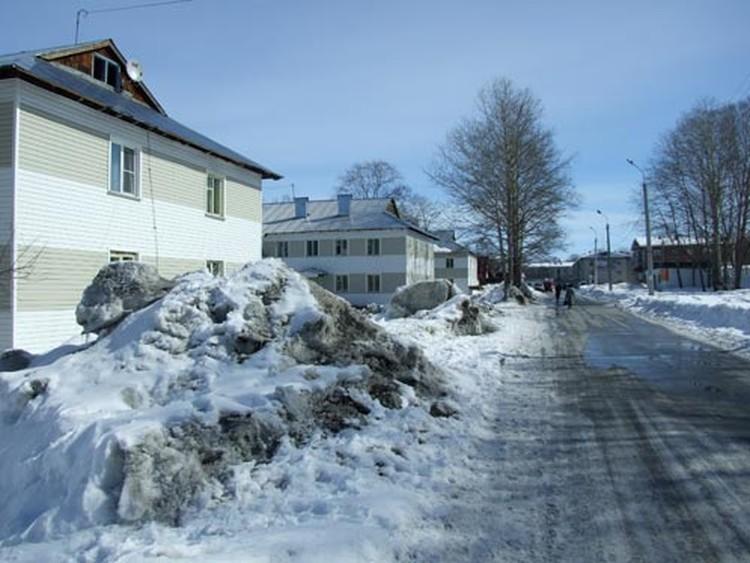 Снег из города не вывозится, припечет солнце и на улицах будут сплошные лужи.