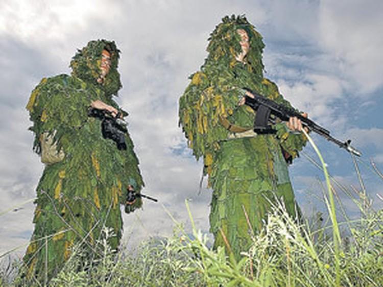 Навыки партизанской войны в белорусских лесах и полях востребованы и в противостоянии с НАТО в ливийской пустыне. - Как думаешь, нормально мы под бедуинов замаскировались?