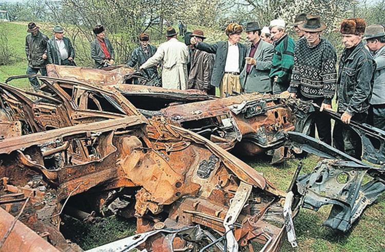 Это все, что осталось от машин Дудаева и его охраны после ракетного удара с воздуха.