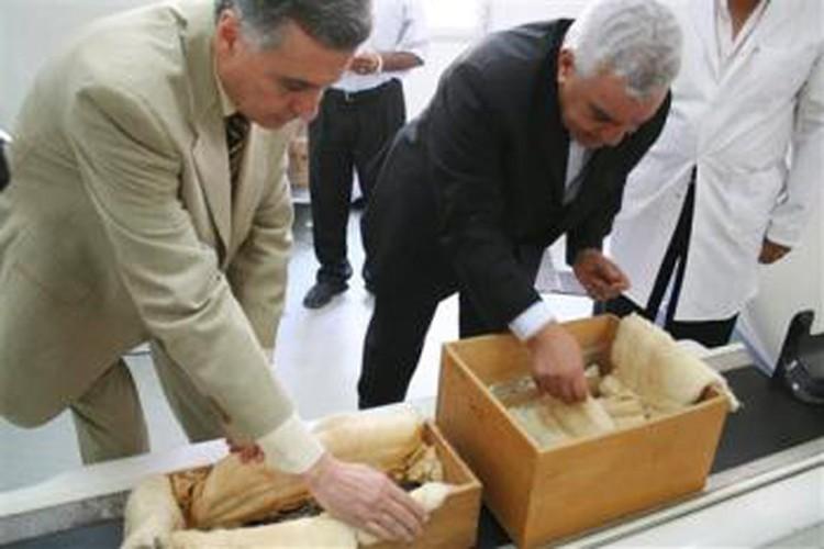 В коробках - мумии двух детей Тутанхамона