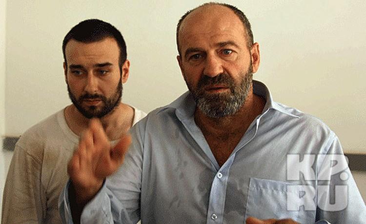 Однако в Триполи они почему-то попали без виз 12 августа