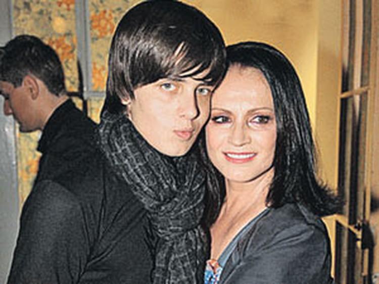 София Ротару настояла, чтобы внук Толя (на фото слева) учился за границей