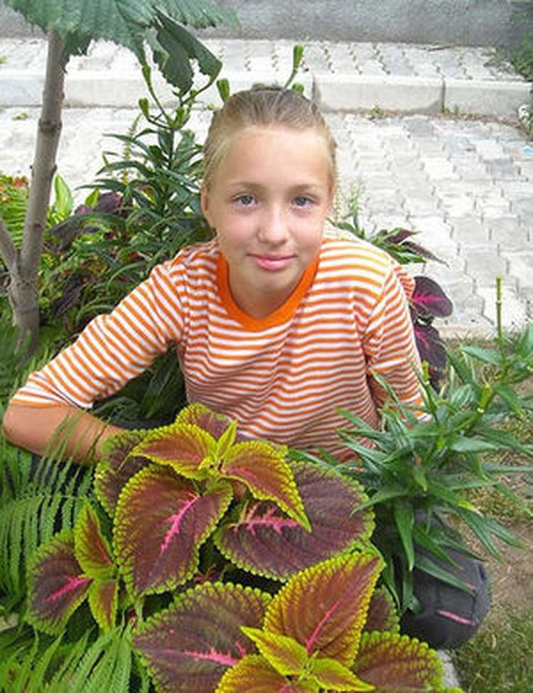 Страшная автокатастрофа унесла жизни 12-летней Леры Шашковой (на фото) и ее одноклассницы Саши Сиротиной.