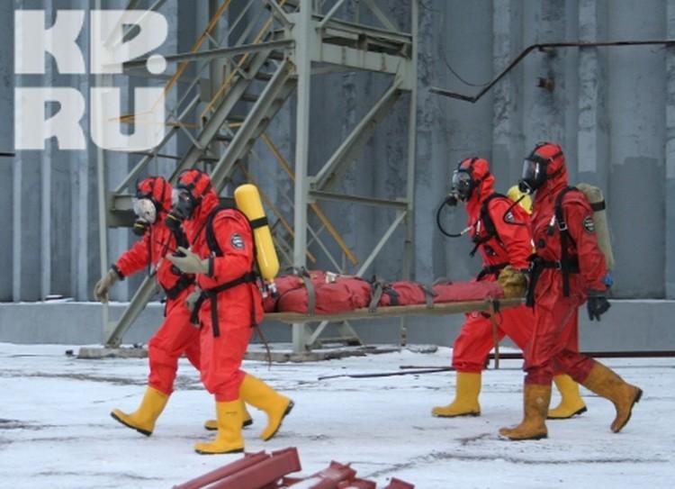 Военизированный газо-спасательный отряд завода Азот, совместно с областным ГУ МЧС устраняют последствия взрыва на химзаводе