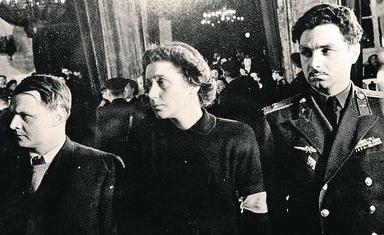 Весна 1953-го. Юрий Жданов, Светлана Аллилуева и Степан Микоян (слева направо) на похоронах Сталина.