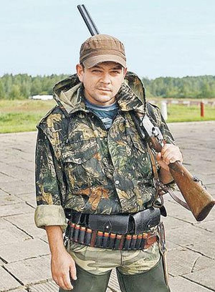 Анатолий Отраднов родился в городе Ревда Свердловской области. Там по-прежнему живут его родные. Кадр из фильма «Танки грязи не боятся»
