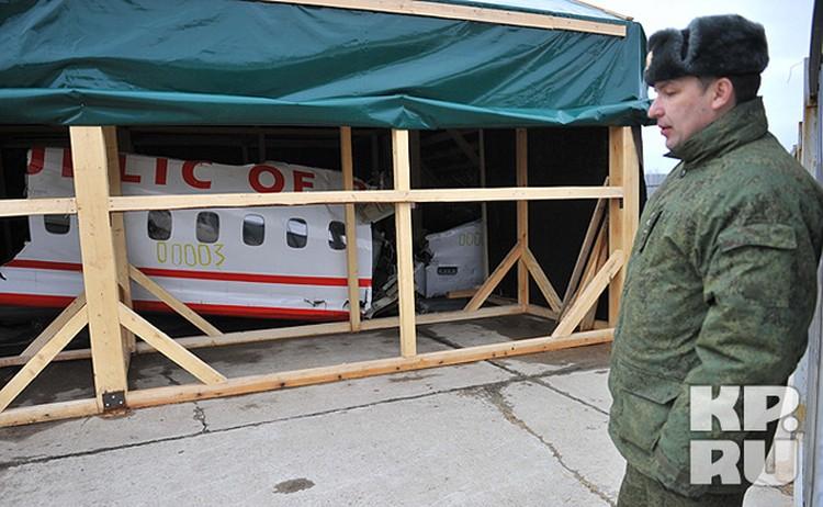 Останки Ту-154 Леха Качиньского на аэродроме «Северный» журналистам показали впервые